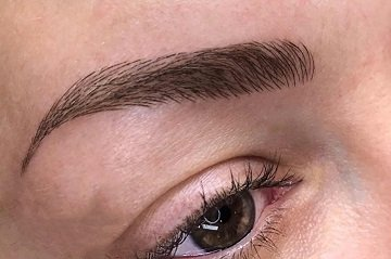 microbladed eyebrow by Phibrows technique