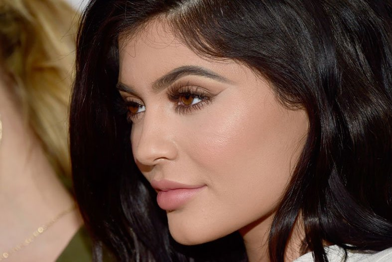 Beauty influencer Kylie Jenner brows
